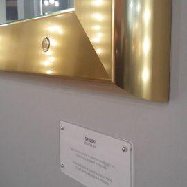 specchio-illuminato-cornice-oro