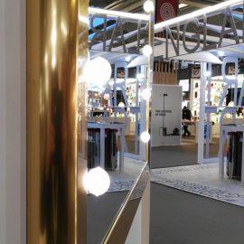 specchio-illuminato-cornice-oro-alluminio