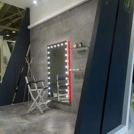 Specchio Broadway MH05 1020x1800 con sedia alta S105