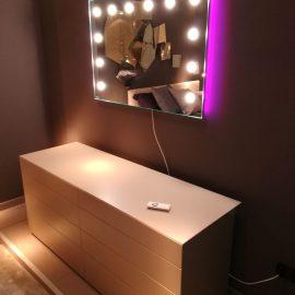 Unica illumina la camera da letto