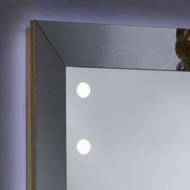 Realizzazione specchio su progetto interior design con illuminazione naturale integrata