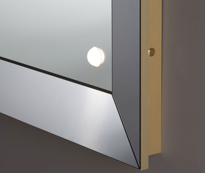 Tailor made mirror with mirrored frame and integrated lighting system