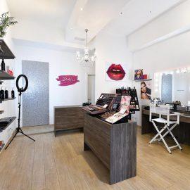 Specchio illuminato con sedia trucco per salone bellezza Unica by Cantoni